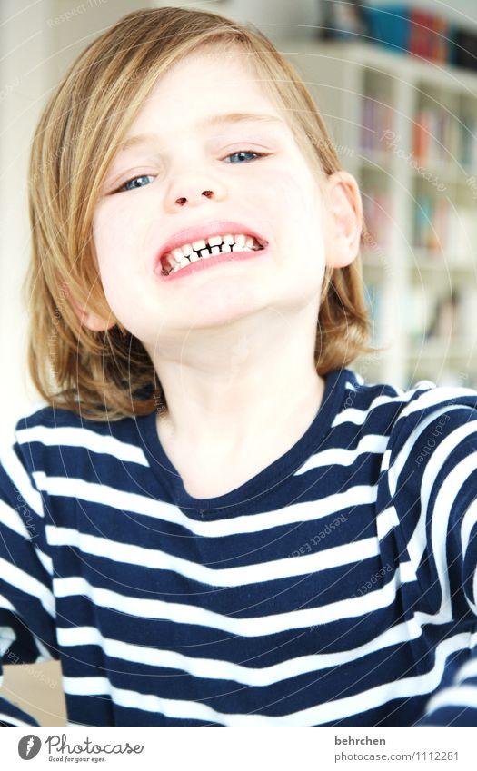wochenende:) maskulin Junge Familie & Verwandtschaft Kindheit Haare & Frisuren Gesicht Auge Mund Lippen Zähne 3-8 Jahre blond langhaarig Lächeln lachen Spielen