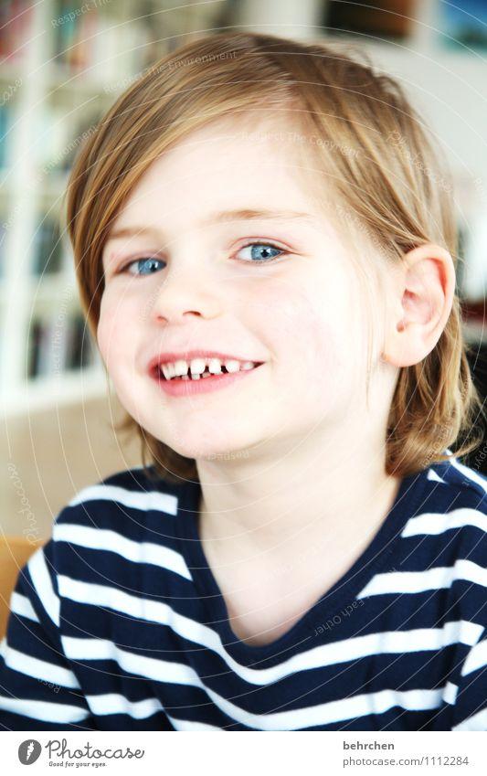 bedingungslos Kind blau schön Freude Gesicht Auge Liebe Junge Spielen Glück lachen maskulin Zufriedenheit blond Kindheit Fröhlichkeit