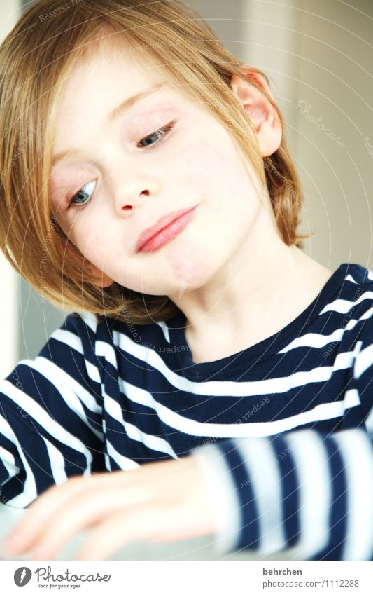 ich wars nicht... Kind Junge Familie & Verwandtschaft Kindheit Haare & Frisuren Gesicht Auge Nase Mund Lippen 3-8 Jahre blond langhaarig Spielen frech schön