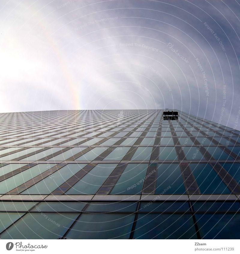 es geht aufwärts Himmel blau Wolken kalt Arbeit & Erwerbstätigkeit Stil Fenster Gebäude Hochhaus hoch Perspektive modern fahren Bodenbelag einfach