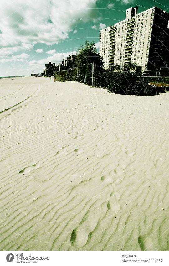 coney island 4 Strand Sommer Wolken Haus Hochhaus Weitwinkel grün Amerika New York City Meer Russen Fußspur Ferien & Urlaub & Reisen Sand verzehrt blau turkis