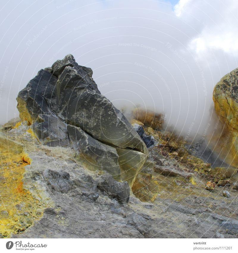 vor dem ausbruch gelb Berge u. Gebirge grau Stein Nebel Italien Rauch Stillleben Geruch Vulkan Lava Schwefel Übelriechend
