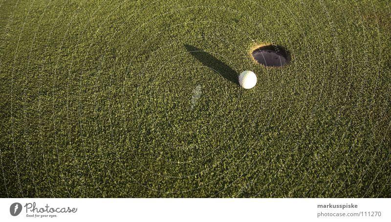 einlochen Feld Golfball Golfplatz Gras grün Sonnenaufgang Abschlag Ballsport Ass golf course grass pitch Rasen sky Sport sports Tee verhaften Loch par range Fee