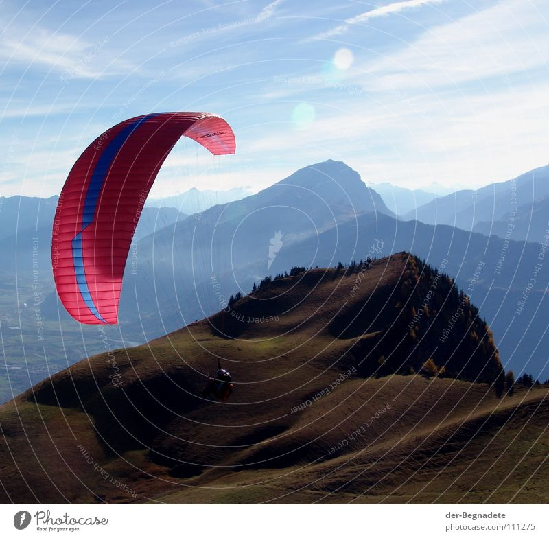 Fliegen im Heidiland blau Ferien & Urlaub & Reisen grün rot Sonne Freude Wolken Ferne Berge u. Gebirge Sport Herbst Gras Wege & Pfade Horizont braun Felsen