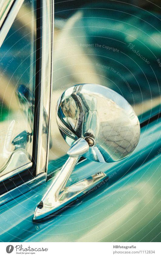 Rückblick PKW Oldtimer glänzend retro türkis Rückspiegel Chrom us-car Seitenfenster Farbfoto Außenaufnahme Detailaufnahme Textfreiraum rechts Textfreiraum oben