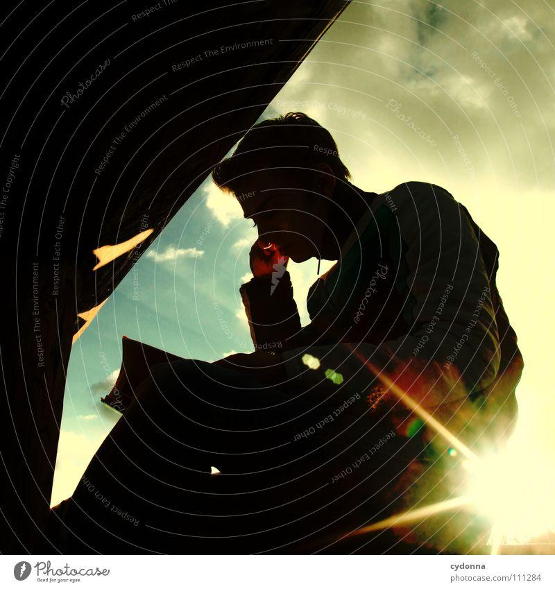 lesen Mensch Mann Natur schön Himmel Sonne Wolken dunkel Denken Wärme Beleuchtung Buch Tisch neu lesen retro
