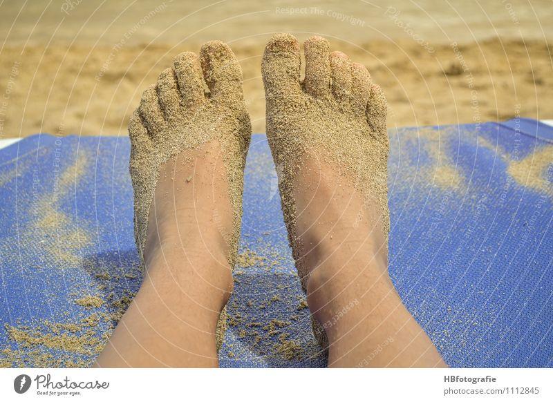 Spuren im Sand Schwimmen & Baden Freizeit & Hobby Sommer Sommerurlaub Sonne Sonnenbad Strand Meer Insel Beine Fuß liegen Ferien & Urlaub & Reisen träumen