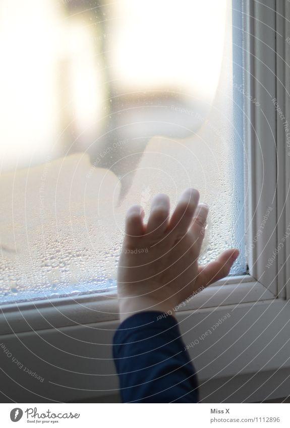 kalt Kind Wasser Hand Winter Herbst Regen Wetter Nebel Kindheit Wassertropfen nass Finger malen zeichnen Kleinkind