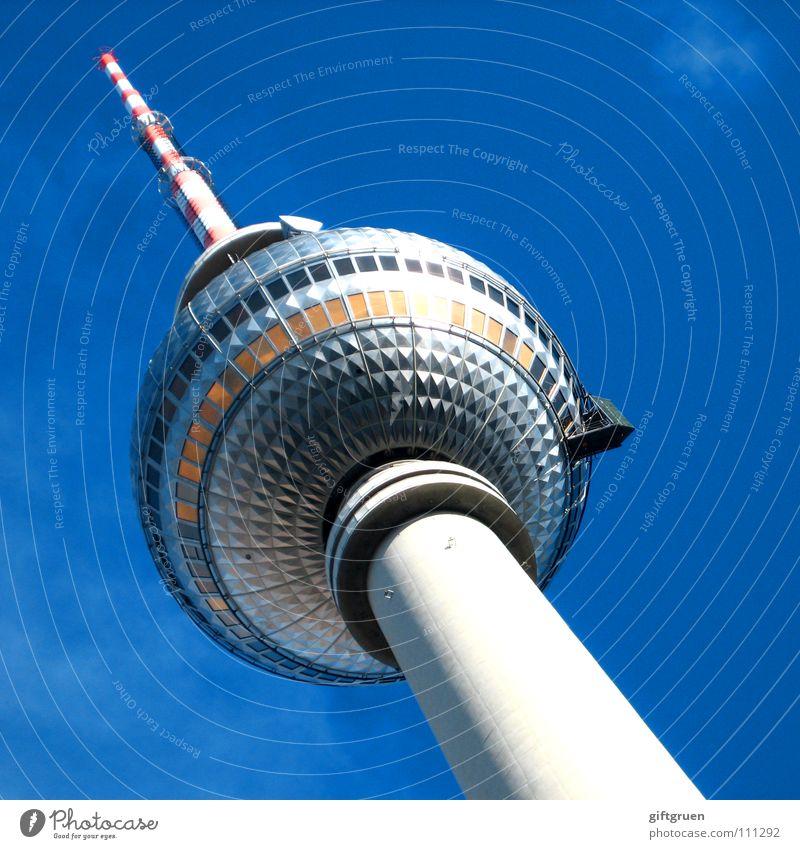 """""""man hat mich zu tode fotografiert."""" Himmel blau Berlin Kunst Tourismus Turm Fernsehen Schönes Wetter Denkmal Wahrzeichen Radio Berlin-Mitte Sehenswürdigkeit"""