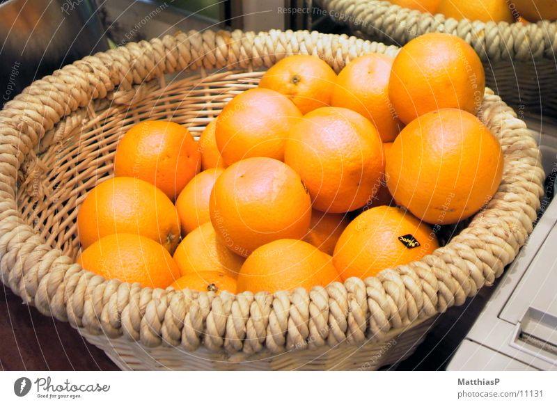 Orangen Sommer Ernährung Garten Orange Frucht frisch Gemüse Markt Korb Stroh Südamerika Großmarkt