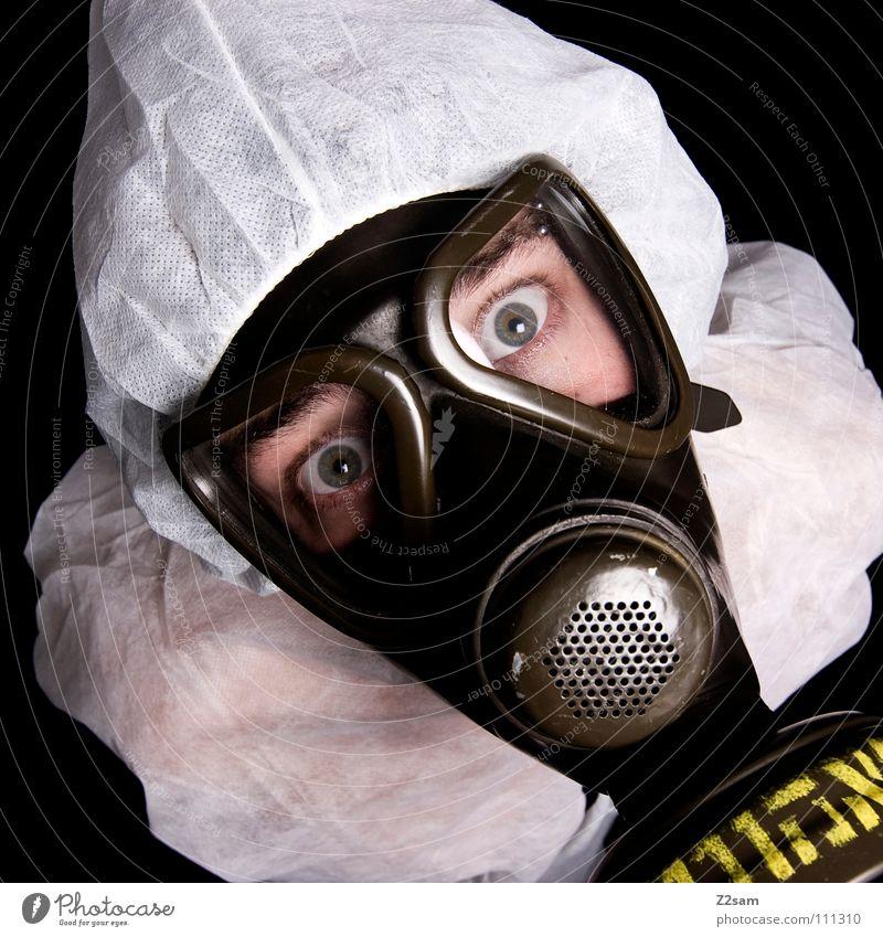 ABC-ANGRIFF Mensch Mann weiß Gesicht Auge Stil oben Kopf dreckig Umwelt verrückt Schriftzeichen Klima Schutz Maske Anzug