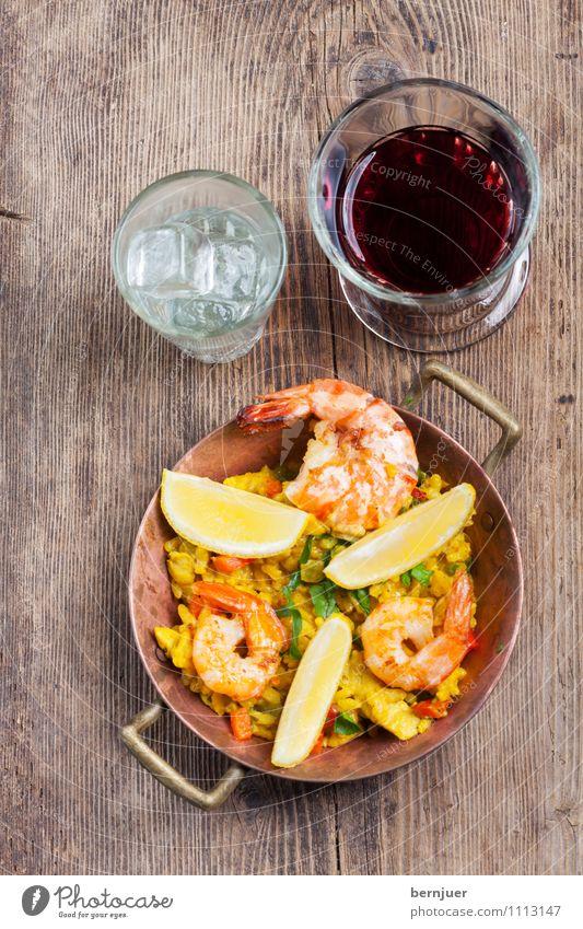 Paella was her wish Lebensmittel Glas Ernährung Spanien gut Bioprodukte Holzbrett Fleisch Zitrone Topf Reis Paprika Ehrlichkeit rustikal Billig Suppe