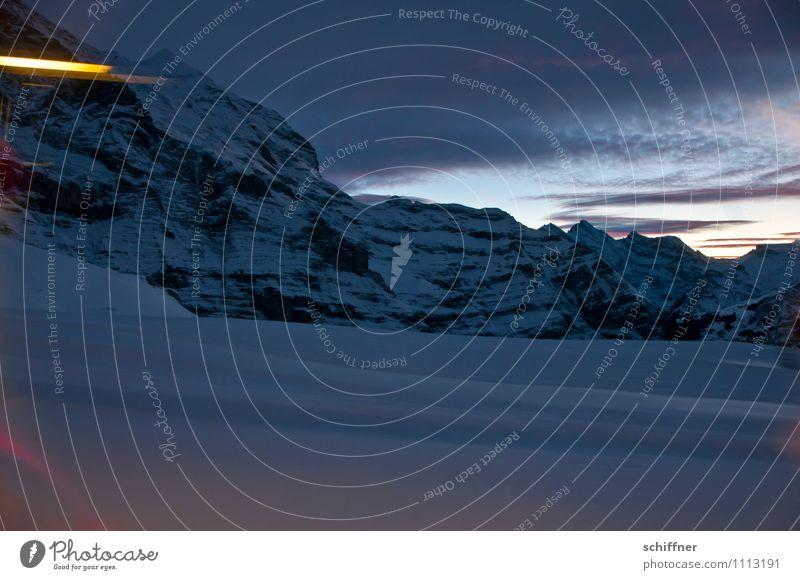 Rückfahrt Eis Frost Schnee Felsen Alpen Berge u. Gebirge Gipfel Schneebedeckte Gipfel dunkel kalt Bahnfahren Lichtstreifen Wolkenwand Abend Jungfrau (Berg)