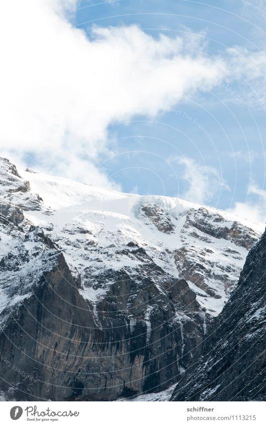 Zwischen Wetter und Schreck Natur Landschaft Wolken kalt Umwelt Berge u. Gebirge Schnee Felsen Eis Schönes Wetter Gipfel Frost Alpen Schneebedeckte Gipfel