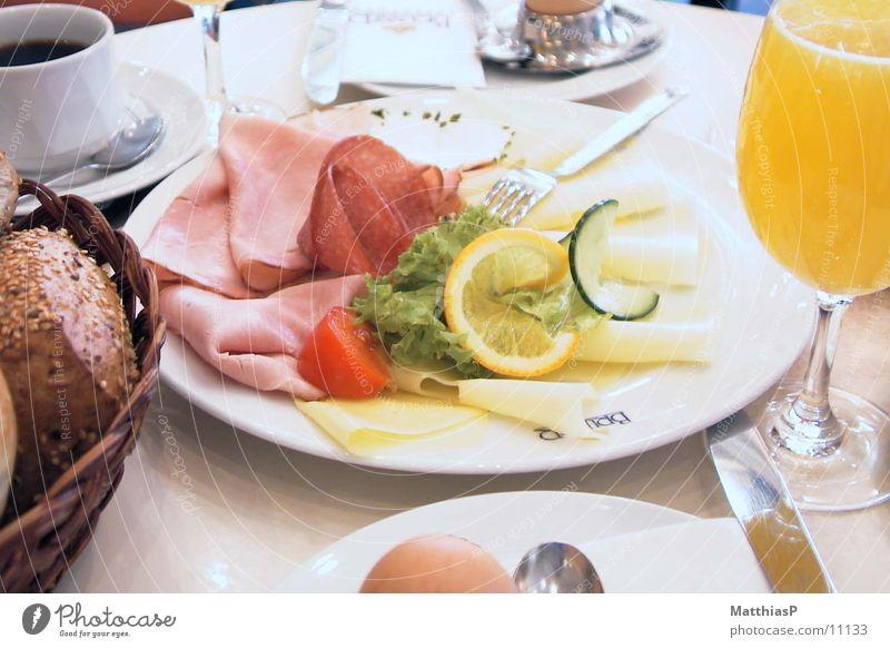 Das perfekte Frühstück Gesundheit Frucht Ernährung Orange Vergänglichkeit Kaffee Tee Ei Brot Teller Brötchen Festessen Käse Wurstwaren Löffel
