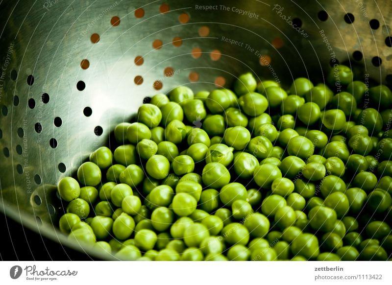 Erbsen Ernte Frucht Garten Hülsenfrüchte Vegetarische Ernährung Vegane Ernährung frisch Gesunde Ernährung Speise Essen Foodfotografie grün Sieb