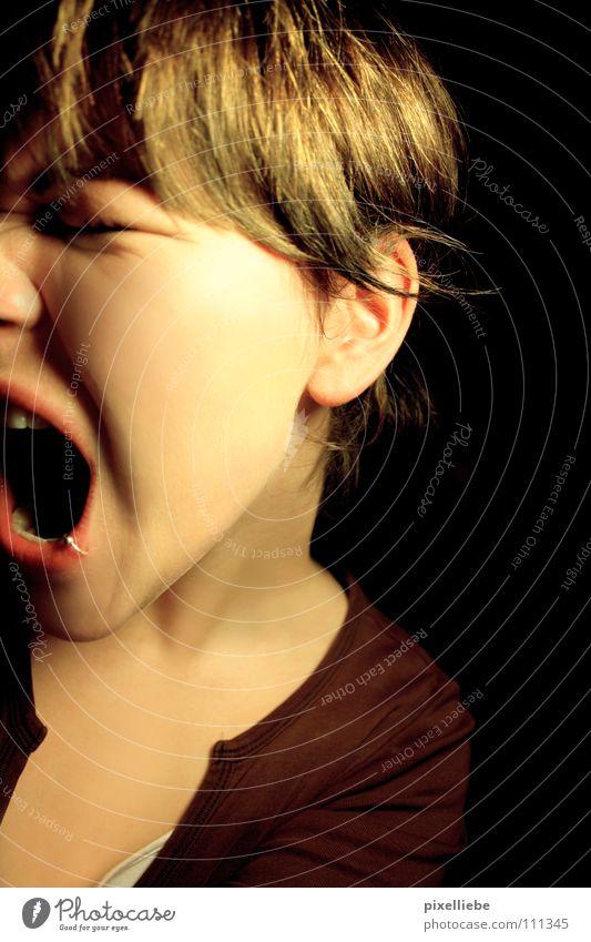 Taten sagen mehr als Worte... Frau Erwachsene dunkel Traurigkeit hell Angst wild Todesangst Wut Schmerz schreien Stress Konflikt & Streit Verzweiflung Panik
