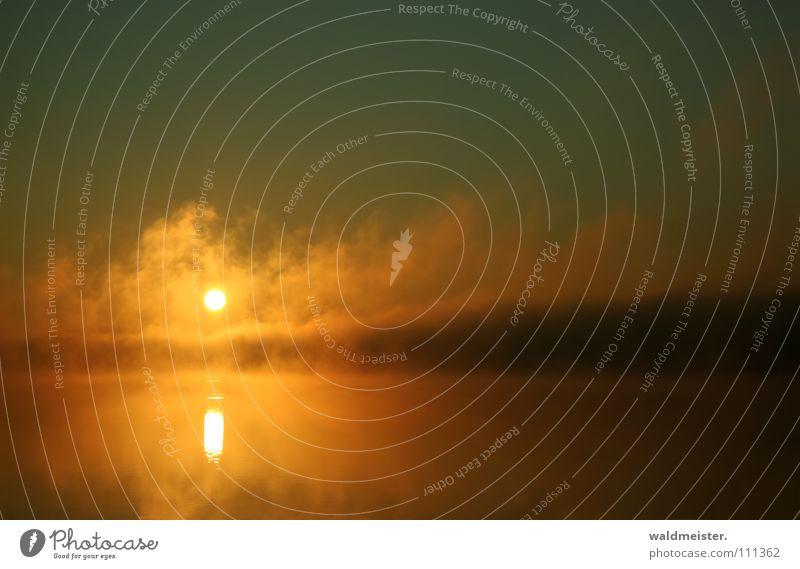 Fog on the water Nebel Wolken Himmel Wasser See Sonne Nebelbank himmlisch außergewöhnlich mystisch Schweben Wetter Erscheinung Lampe Seerauch