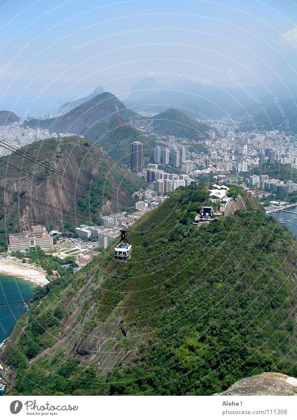 Er schaufelt sich sein Glück! Wasser Stadt Meer Berge u. Gebirge Felsen Hügel Hafen Skyline Aussicht Wahrzeichen Sehenswürdigkeit Sightseeing Brasilien