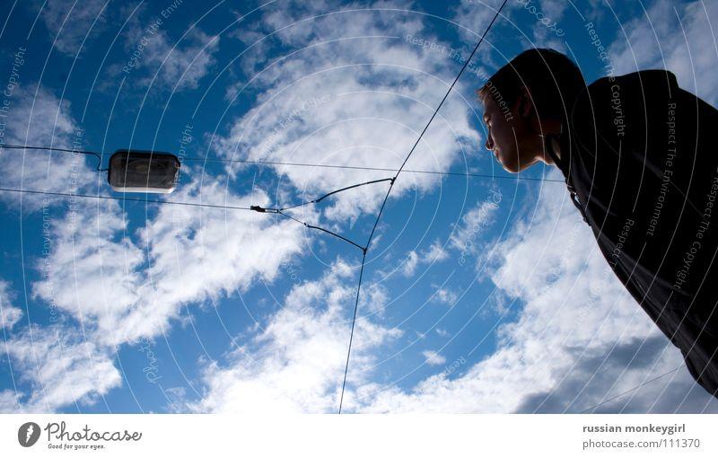 von gedanken getragen Mensch Natur Jugendliche Himmel blau Wolken Lampe Herbst Haare & Frisuren Kopf See Denken Luft Europa Laterne Gedanke