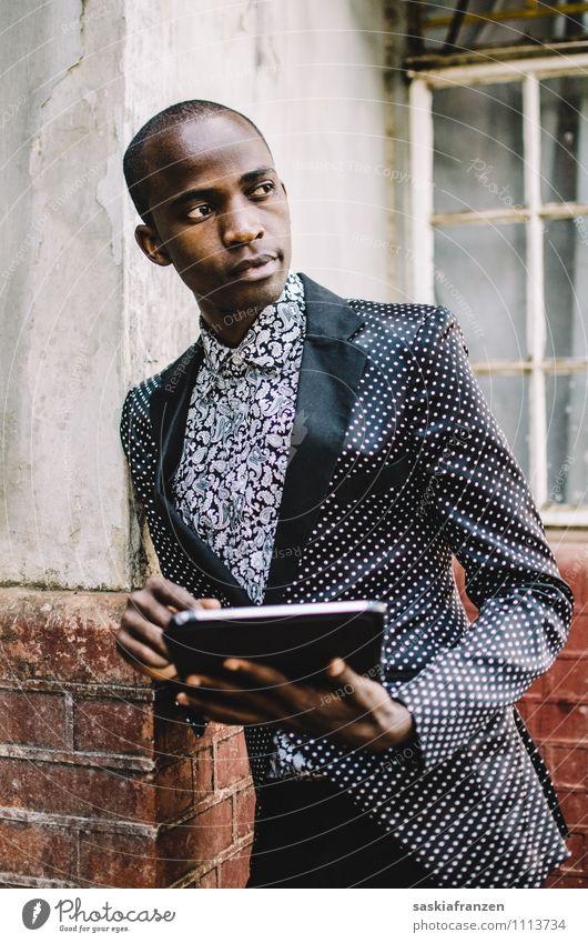 Mr. Technology. Mensch Jugendliche schön Junger Mann 18-30 Jahre Erwachsene Stil Lifestyle außergewöhnlich Mode maskulin elegant modern Technik & Technologie Zukunft Bekleidung