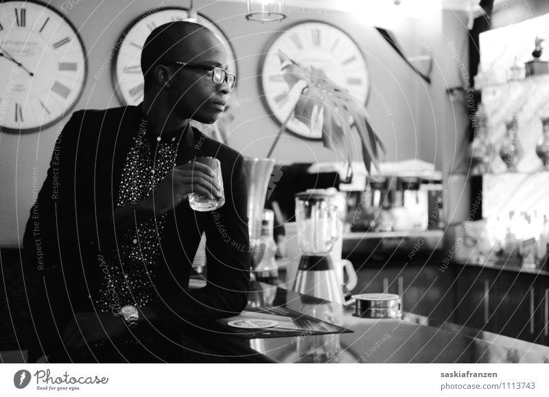 Eleganz. Getränk trinken Alkohol Spirituosen Glas Lifestyle Reichtum elegant Stil schön Nachtleben Veranstaltung Restaurant Lounge ausgehen Flirten maskulin