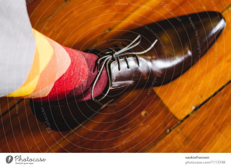Put your new shoes on... Farbe rot Freude gelb Lifestyle Mode orange elegant modern Schuhe verrückt Bekleidung retro einzigartig Coolness Hochzeit