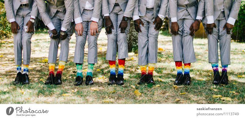 Von den Socken... Mensch Jugendliche Freude Junger Mann 18-30 Jahre Erwachsene Feste & Feiern außergewöhnlich Beine Menschengruppe Fuß Mode Lifestyle