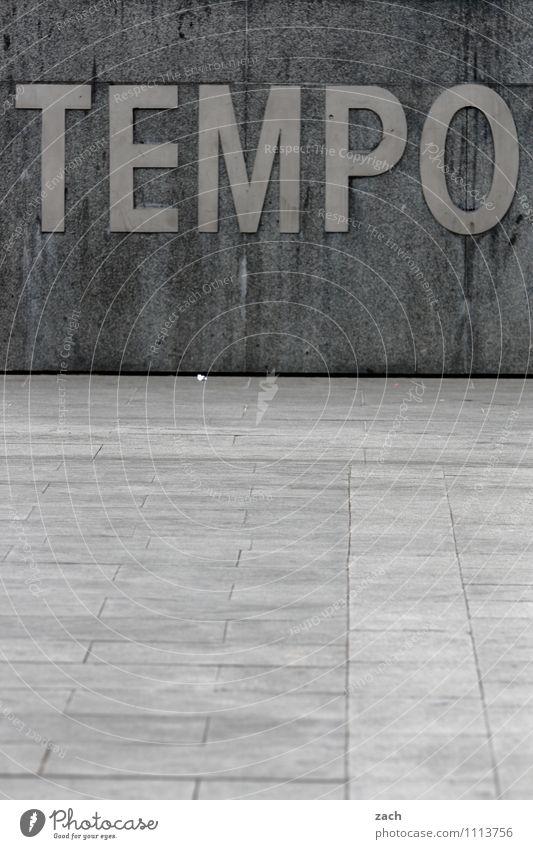 Taschentücher Uhr Barcelona Spanien Stadt Stadtzentrum Menschenleer Platz Architektur Fassade Zeichen Schriftzeichen Schilder & Markierungen Hinweisschild