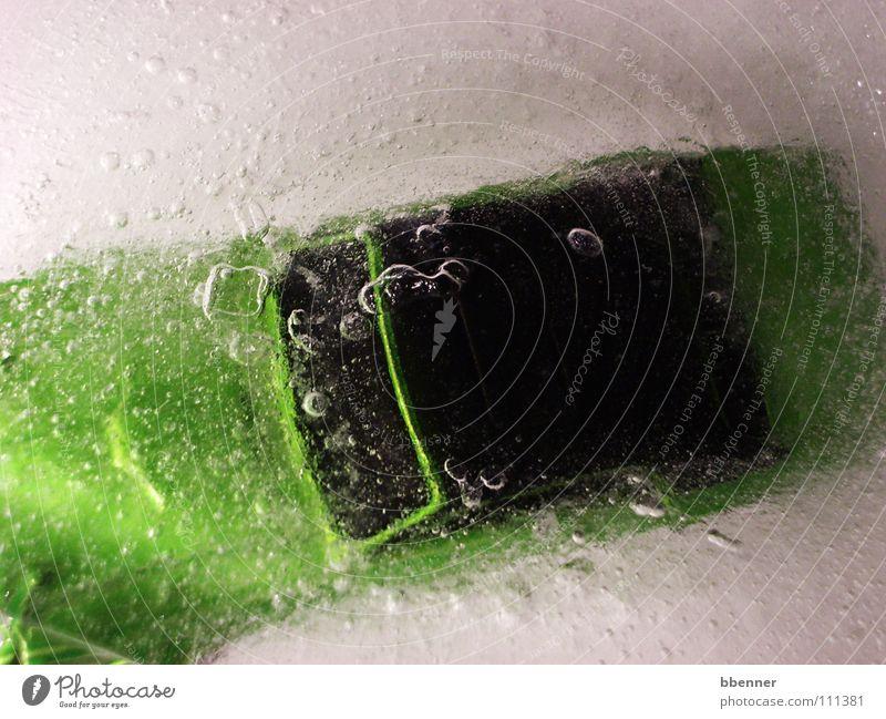 Auto im Wasser II grün PKW Eis Angst Dach blasen Panik untergehen ertrinken Windschutzscheibe Modellauto