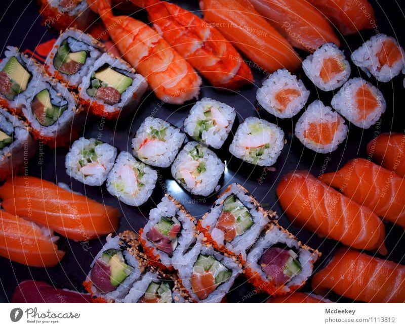 Sushi dishes Lebensmittel Fisch Meeresfrüchte Gemüse Kräuter & Gewürze Reis Algen Ernährung Abendessen Festessen Fingerfood Asiatische Küche Schalen & Schüsseln