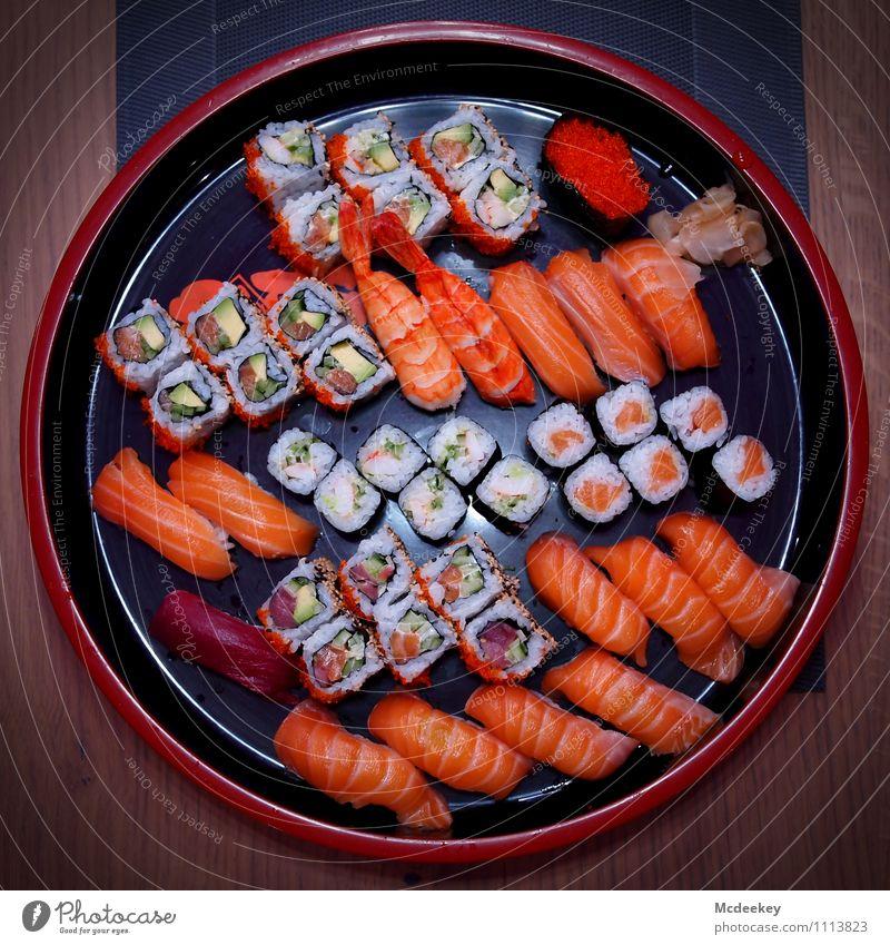 beautiful sushi Lebensmittel Fisch Meeresfrüchte Gemüse Reis Ernährung Abendessen Festessen Fingerfood Sushi Asiatische Küche Schalen & Schüsseln Tisch