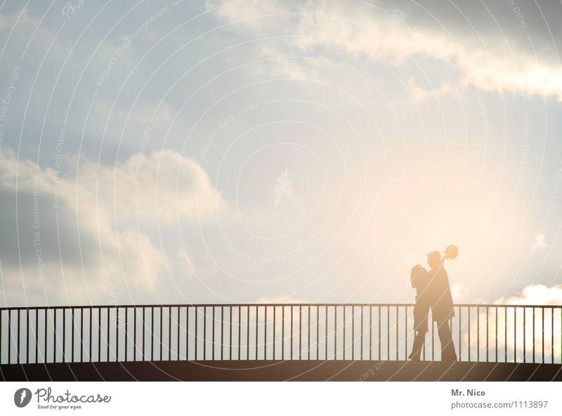 lovestory 5 Lifestyle Freizeit & Hobby maskulin feminin Paar Partner 2 Mensch Umwelt Wind Sturm Nebel Stadt Brücke Fußgänger Begeisterung Mut Leidenschaft