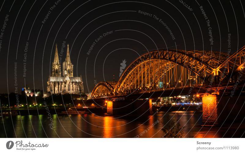 Postkarte aus Köln #1 Wasser Fluss Rhein Stadt Kirche Dom Brücke Sehenswürdigkeit Wahrzeichen Kölner Dom Hohenzollernbrücke leuchten groß Farbfoto Außenaufnahme