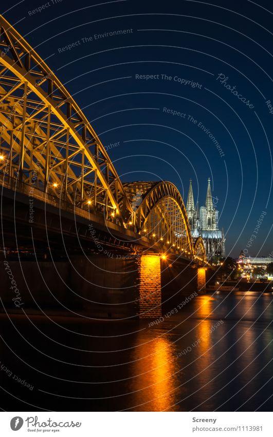 Postkarte aus Köln #2 Stadt Stadtzentrum Altstadt Kirche Dom Brücke Sehenswürdigkeit Wahrzeichen Kölner Dom Hohenzollernbrücke leuchten groß ruhig Farbfoto