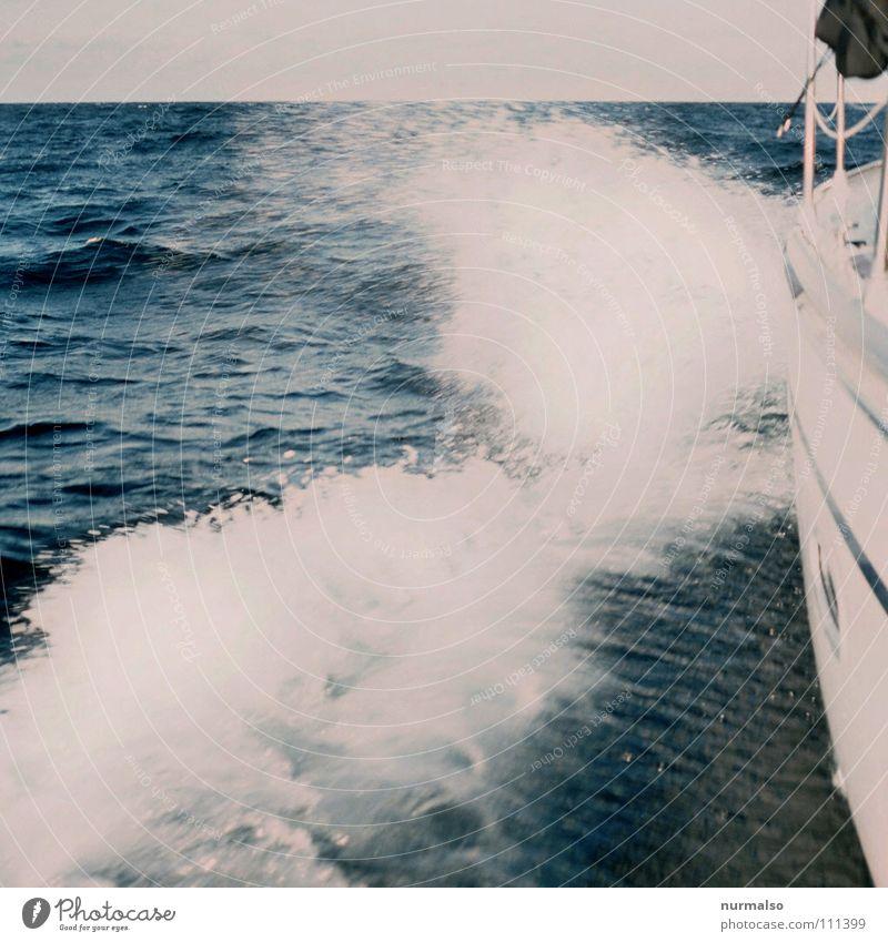 schneller ! Schiffsbug Oberkörper Verdrängung fahren Geschwindigkeit Wellen Gischt Meer Sommer Reling Sonnendeck Bikini Ferien & Urlaub & Reisen Regatta Sport