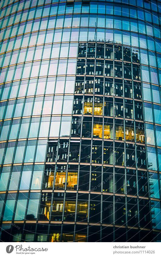 Deutsche Bahn Berlin Stadt Fenster kalt Architektur Gebäude Kunst Fassade modern groß Eisenbahn Sauberkeit Macht Bauwerk Wahrzeichen Hauptstadt Stadtzentrum
