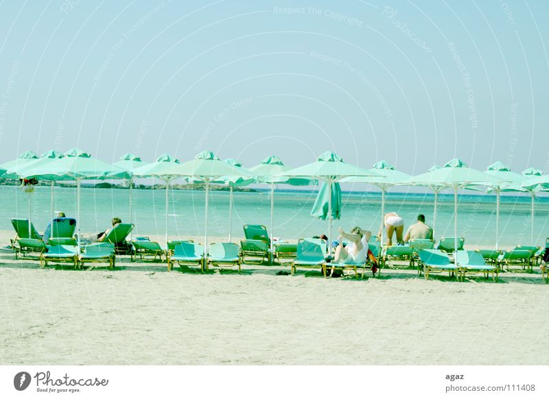 Weißer Strand Bad Badegast Baum Erholung Freizeit & Hobby Physik Liegestuhl Erholungsgebiet Querformat Europa Griechenland Saison See Sommer Sonnenbad