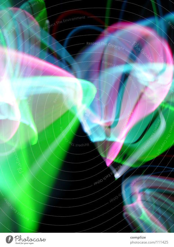 Rausch 04 Rauschmittel LSD Streifen Licht zart elektronisch Lichtschlauch Schlauch schwarz virtuell online violett grün Unschärfe Langzeitbelichtung Belichtung