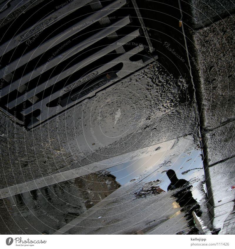 that's the way goes trouble down the drain Mann Silhouette Gully Rinnstein nass feucht Pfütze Wasserspiegelung Wasserlache Stadt