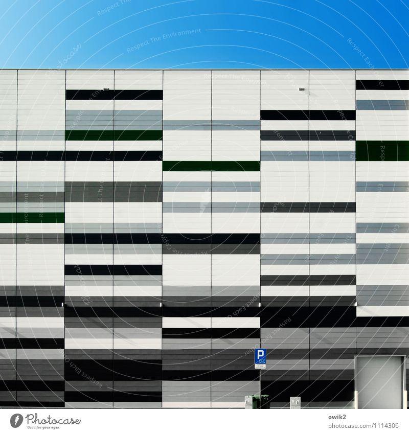Zgorzelec blau weiß schwarz Wand Architektur Gebäude Mauer grau Linie Fassade Schilder & Markierungen Schriftzeichen Hinweisschild einfach Streifen Industrie