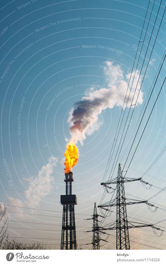 Störfall das erste außergewöhnlich hoch Schönes Wetter Industrie Turm Brand Feuer Industriefotografie Rauch Wolkenloser Himmel heiß Strommast Abgas brennen