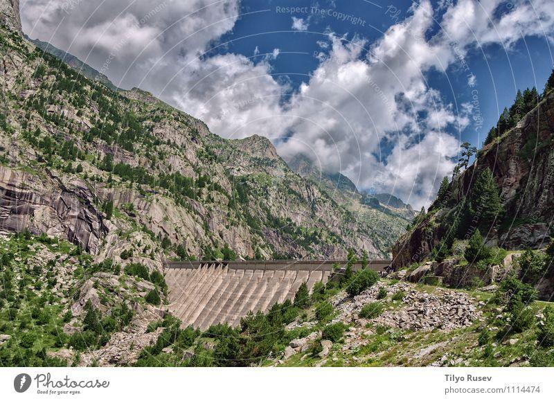 Cola Del Embalse De Cavallers. Berge u. Gebirge Industrie Technik & Technologie Wasserkraftwerk Natur Landschaft Pflanze Himmel Wolken Herbst Wald Felsen See