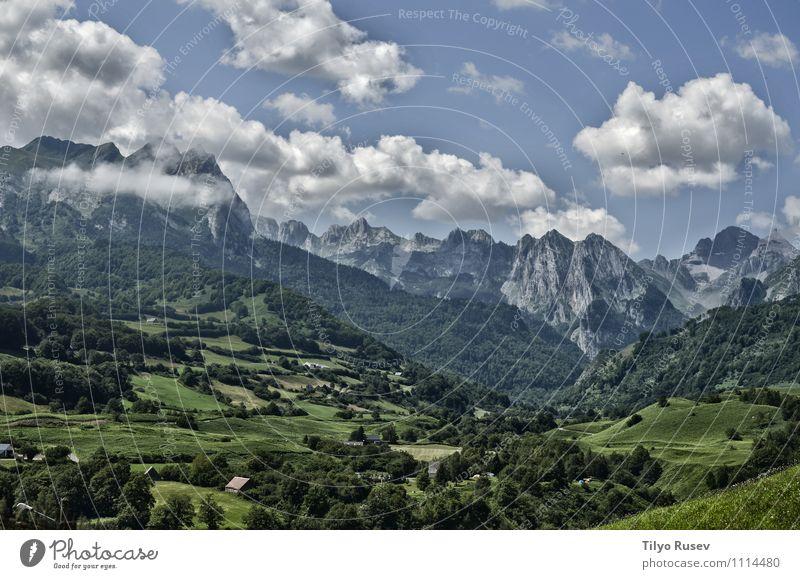 Himmel Natur Ferien & Urlaub & Reisen blau schön grün Farbe weiß Baum Landschaft Wolken Winter Wald Umwelt Berge u. Gebirge Straße
