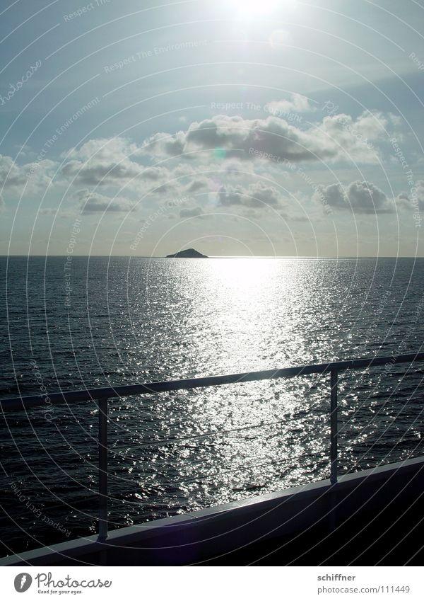 on board Wasserfahrzeug Meer Reling Wolken See Aussteiger Indischer Ozean Seychellen Horizont Erholung Einsamkeit genießen Ferien & Urlaub & Reisen Gegenlicht