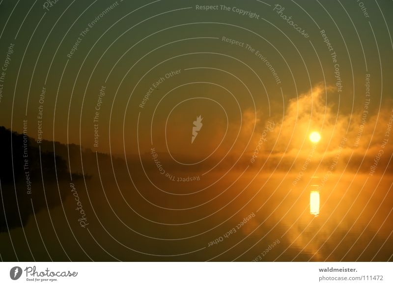 Fog on the water II Wasser Himmel Sonne Wolken Lampe See Nebel Wetter außergewöhnlich Schweben mystisch himmlisch Erscheinung Nebelbank