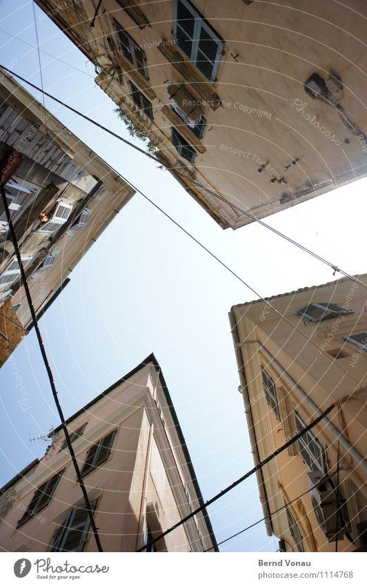 Für Carl! Sommer Korfu Griechenland Europa Stadtzentrum Haus alt authentisch hell historisch schön hoch mediterran südländisch eng Elektrizität Himmel blau