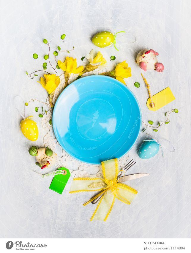 Leere Teller mit Blumen und Ostern Dekoration blau gelb Innenarchitektur Stil Hintergrundbild Feste & Feiern Design Dekoration & Verzierung