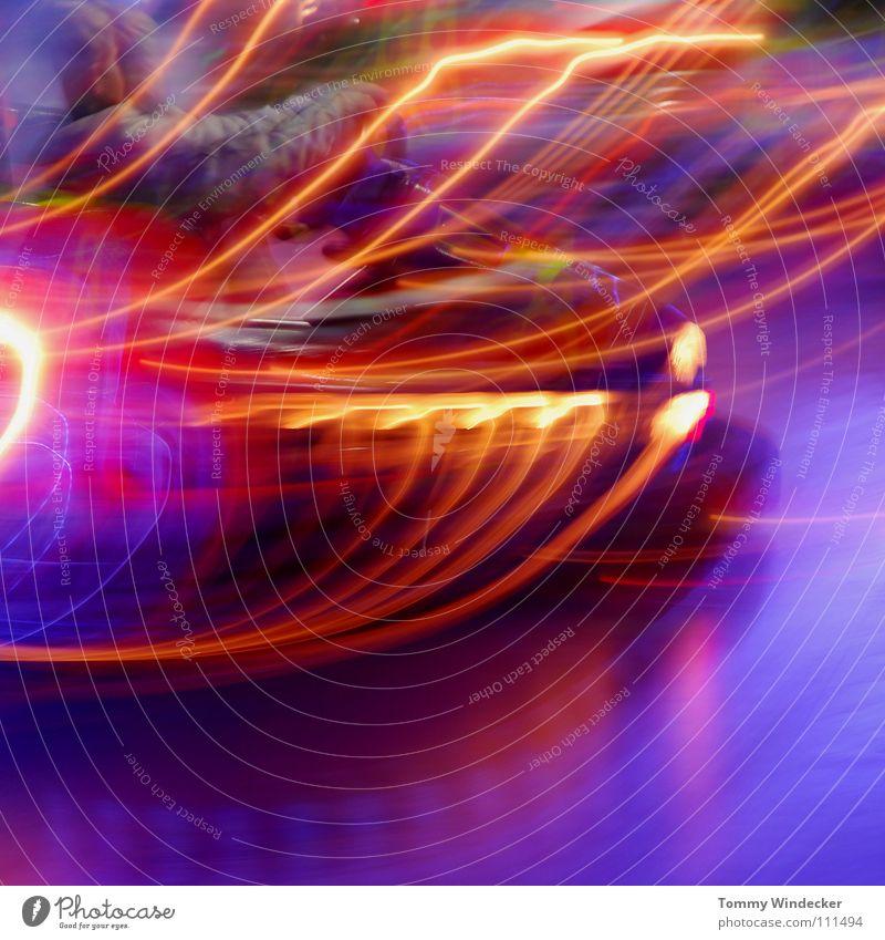 Autoscooter Mensch blau Freude Farbe gelb Bewegung Party PKW Stimmung Musik Kindheit Beleuchtung Feste & Feiern Freizeit & Hobby Geschwindigkeit Dekoration & Verzierung