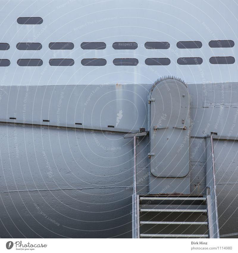geschlossen! Schifffahrt U-Boot Wasserfahrzeug grau Eingang Luke Museum Treppe historisch Blech Stahl Hülle Technik & Technologie tauchen nautisch maritim